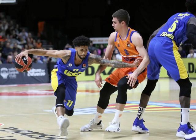 Valencia cade (ancora) nel finale e il Maccabi vola