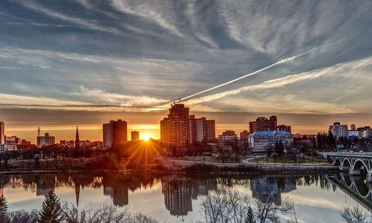 cidades que pagam para morar saskatchewan