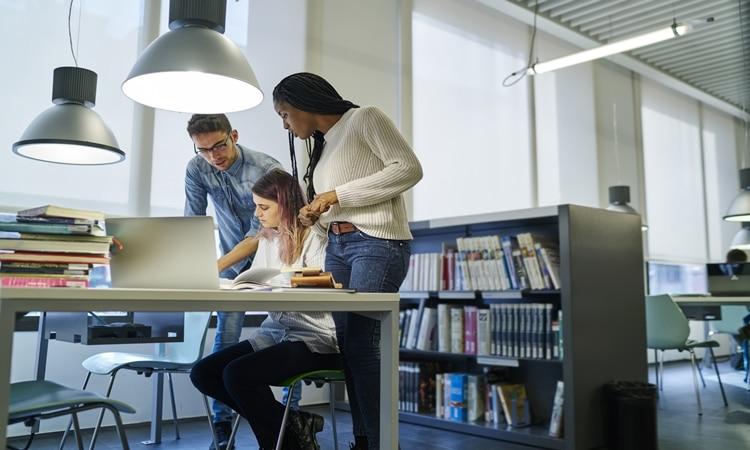 empregabilidade salarios estudou exterior emprego