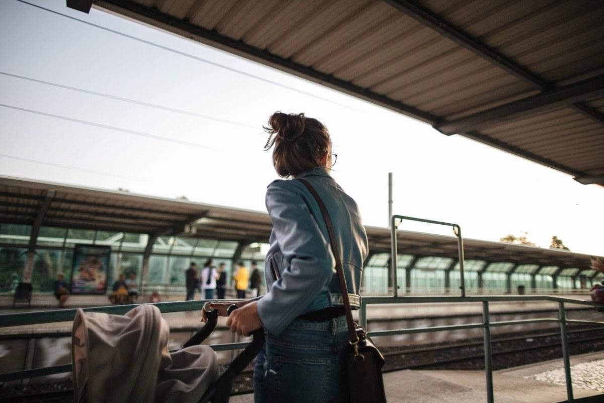 Esperando comboio em Portugal