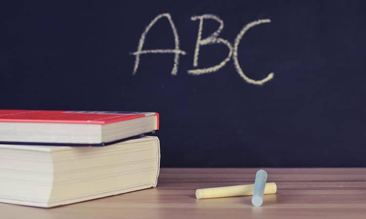 Existe escola de inglês gratuita no exterior?