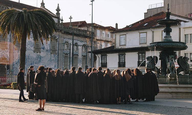 traje universitario portugal