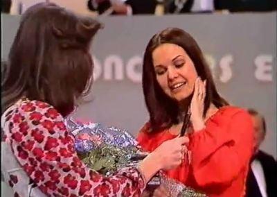 Anne-Marie David premiata da Vicky Léandros
