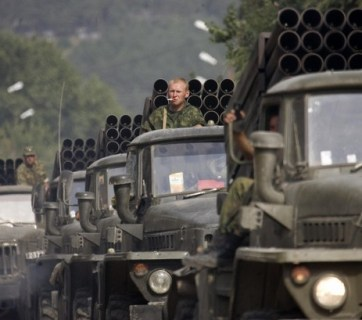 An invading column of Russia's Grad (Hail) multiple rocket launch system enters central Tskhinvali, the capital of Georgia's breakaway province of South Ossetia, August 12, 2008. (Image: REUTERS/Vasily Fedosenko)