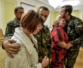 Bilder aus der Photogalerie. Empfang von Petro Poroschenko für die befreiten Geiseln und deren Zusammentreffen mit ihren Angehörigen