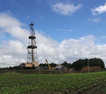 Oil rig in Poltava Oblast (Source: Wikimedia)