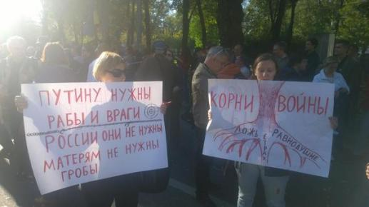 """Moscow: """"Putin needs slaves and enemies, not Russia; roots of war: lies,fear, indifference"""" @_openrussia"""