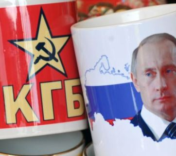 """Russian souvenir"" mugs: Putin and KGB"