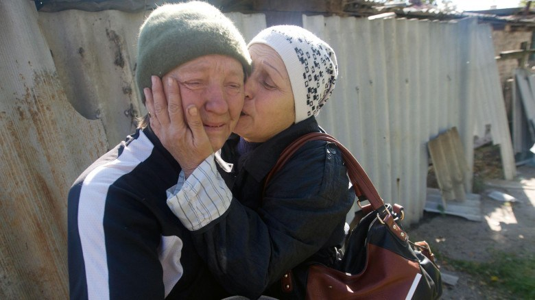 After the Russian offensive, two Ukrainian women burst into tears when they realized what the war had done to their homeland. Their house in Donetsk was badly damaged. Now Germany wants to help the distraught people