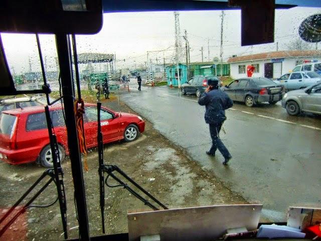 """Die """"Beobachter"""" am russisch-ukrainischen Grenzübergang in Kujbyschewo"""