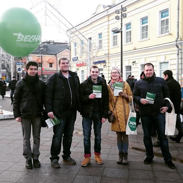 """Volunteers in central Moscow promoting the upcoming """"Spring March"""""""