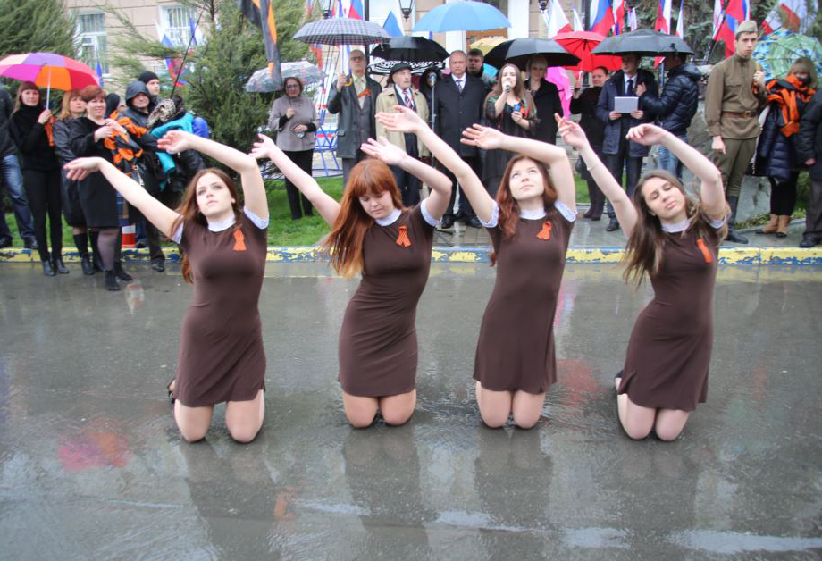 """Celebrations of """"DNR achievements"""" started early... and in a puddle (Image: dsnews.ua)"""