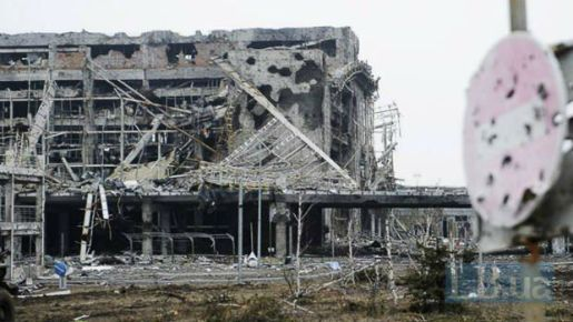 Russian mercenary at the devasted Donetsk airport in Donbas, Ukraine (Image: LB.ua)