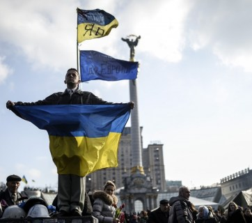 A young man holding the Ukrainian flag at the Maidan on February 24, 2014 (Image: Bulent Kilic / AFP)