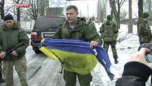 glava_dnr_prizval_poroshenko_zabrat_flag_ukraini_iz_aeroporta_donecka[1]