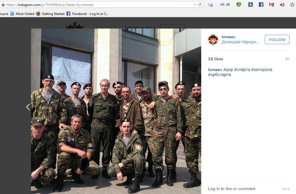 Lomayev, his Sparta buddies and DNR spox Basurin (the guy that tells you about nonexistant girls dying of Ukrainian shelling) in Donetsk city hall courtyard