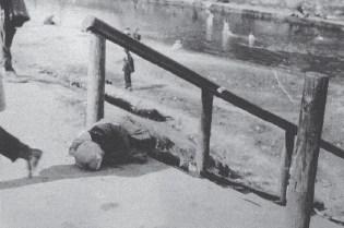 A victim of starvation in Kharkiv. The Holodomor in Ukraine, 1933 (Image: fundholodomors.org.ua)