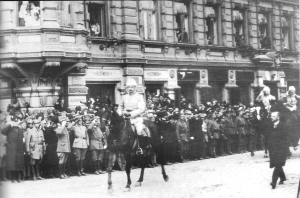 Mannerheim leading the victory parade at the end of the Finnish Civil War in Helsinki, 1918. (Image: Wikipedia)
