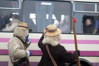On New Year's Day, traffic is stopped by masked characters in all villages of Chernivtsi Oblast