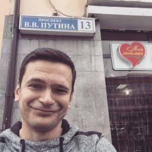 Ilya Yashin on V.V. Putin Prospect, Grozny (Source: Yashin Facebook)