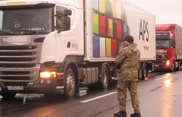 Russian_Trucks_Blockade1_Mukachevo.net