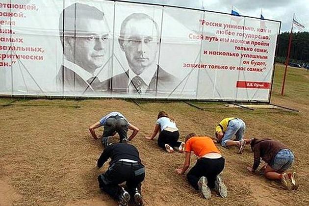 Putin and Medvedev billboard in Russia (Image: dnpr.com.ua)