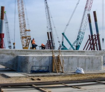 In April 2016 Russian builders completed the first support for the Kerch bridge intended to connect occupied Crimea to Russia (Image: most.life)