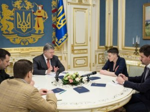 President Petro Poroshenko and Nadiya Savchenko having a meeting on third day after her freeing from Russian captivity (Image: UNN.com.ua)
