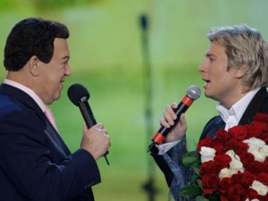 Russian pop singers Kobzon and Baskov (Image: Russian Defense Ministry's Zvezda TV)