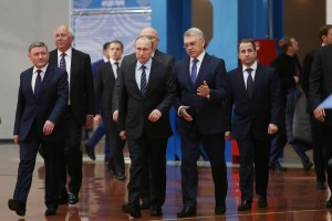 Putin on a trip to Nizhegorodsk oblast, Russia in March 2016. Mikhail Babich, Moscow's proposed ambassador to Ukraine is on the very right. (Image: pfo.ru)