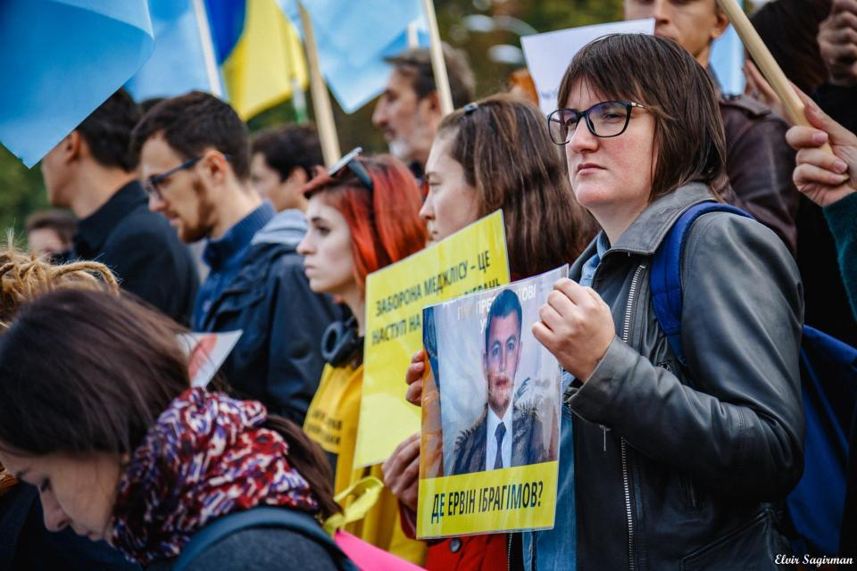 "Activist holds sign saying ""Where is Ervin Igragimov"" on 29.09.2016 at the demonstration in support of the Mejlis in Kyiv. Photo: Elvir Sagirman"