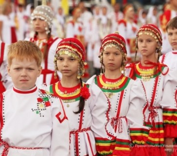 Chuvash children celebrating Akatuy, the Chuvash ancient festival of land fertility (Image: gov.cap.ru)