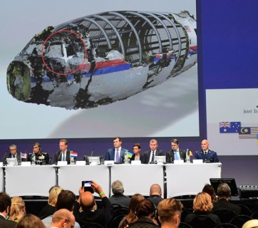 Members of a joint investigation team present the preliminary results of the criminal investigation into the downing of Malaysia Airlines flight MH17 , in Nieuwegein, on September 28, 2016. (Image: Emmanuel Dunand / AFP)