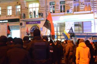The police is observing how protesters are destroying the Sberbank of Russia