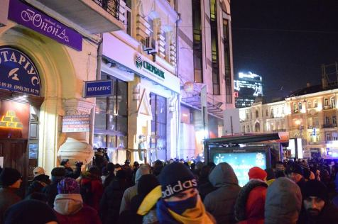 The protesters are destroying Sberbank