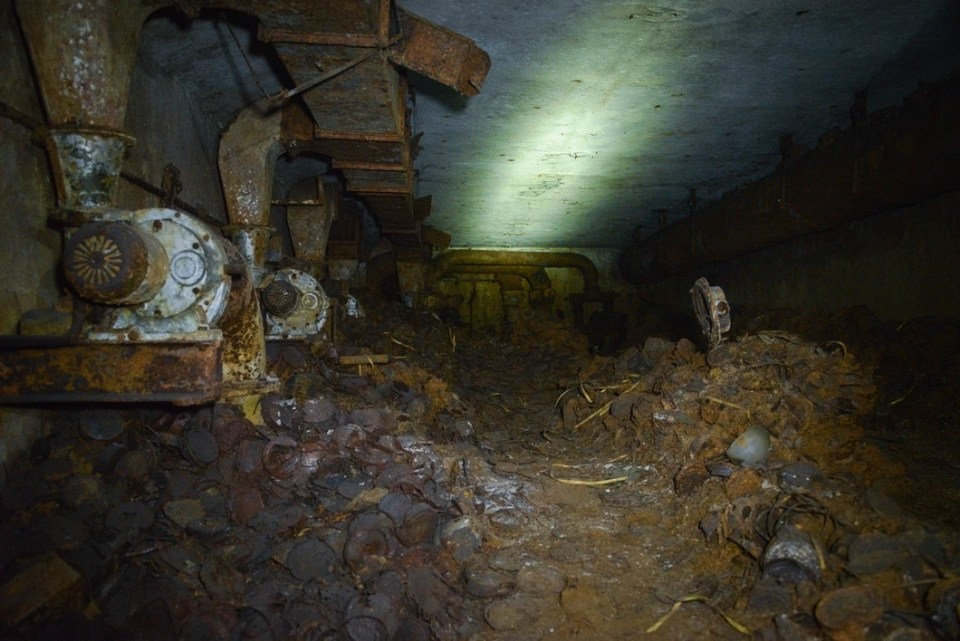 Rusty remains of food cans litter the floor of one of the thousands of Moscow's bomb shelters remaining from the Soviet times (Image: Victoria Odissonova / Novaya Gazeta)