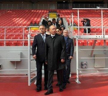 Putin inspecting stadium construction for the 2018 World Cup (Image: kremlin.ru)