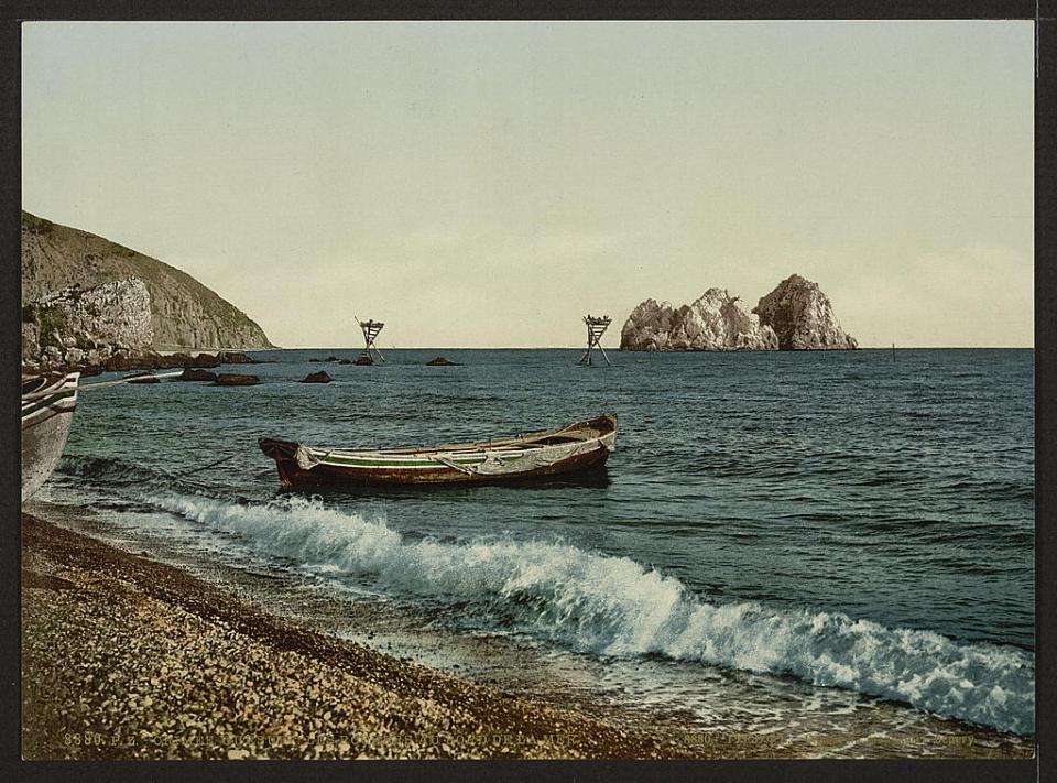 A beach view in Gurzuf, Crimea, Ukraine circa 1890-1900. Image: Detroit Publishing Company via the Library of Congress