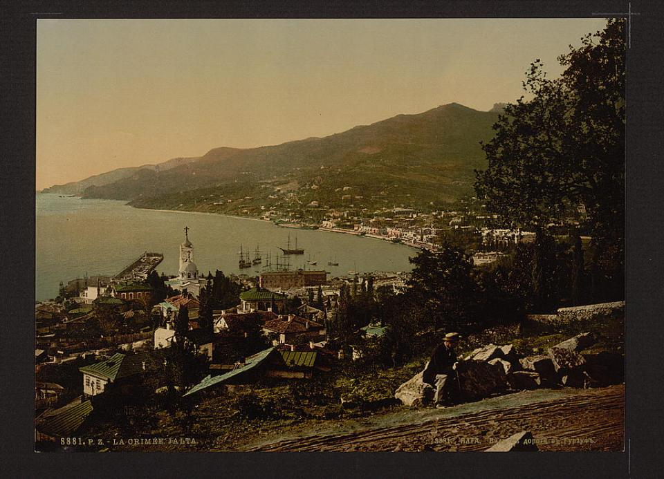 The city of Yalta, a view from the road to Gurzuf, Crimea, Ukraine circa 1890-1900. Image: Detroit Publishing Company via the Library of Congress