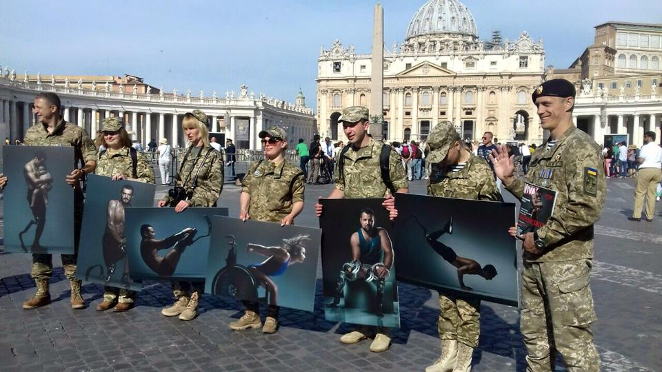 "Ukrainian servicemen on a visit to Vatican hold photographs from the social project ""The Victors."" Photo: fb.com/thevictors2017"