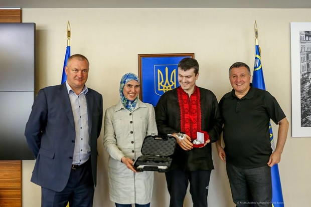 Adam Osmayev awarded with a watch and Amina Okuyeva awarded with a Glock-43 pistol by Minister for Internal Affairs Arsen Avakov (right) and Head of the National Police Serhiy Knyaziev (left). Photo: FB arsen.avakov.1