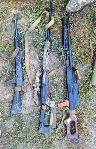 The rifles that the Russian-separatist reconnaissance group was carrying. Photo: 93d brigade's fb page