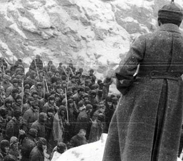 GULAG prisoners awaiting commands from the guard (Image: thegulag.org)