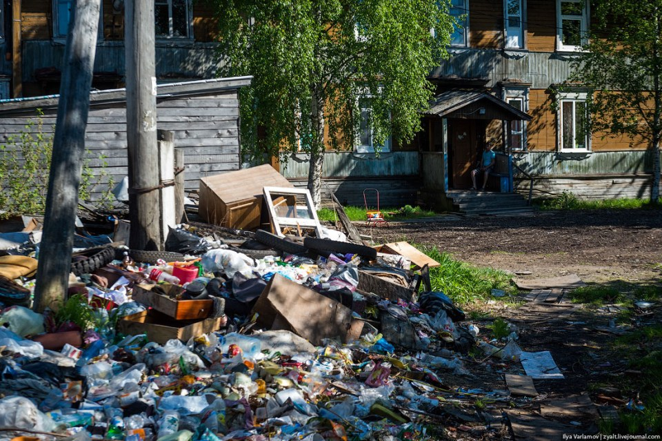 These poorly-maintained public housing buildings surrounded by trash heaps in Russian provinces are still occupied by families who can't afford to live anywhere else. Arkhangelsk, Russia, July 2015 (Image: Ilya Varlamov)