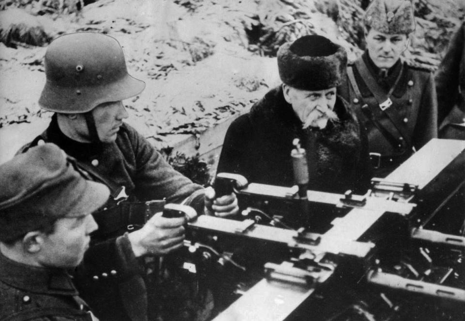 Finnish President Kyosti Kallio next to an anti-aircraft gun ITKK 31 VKT. The Winter War, 1939