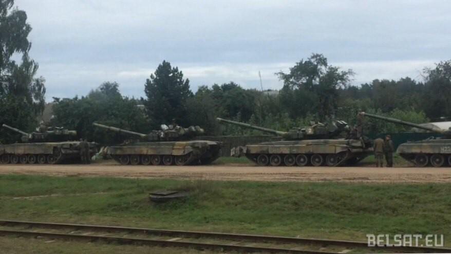 Tanks of the Russian 4th Guards Kantemirovskaya Tank Division in Vereitsy, Belarus (Image: belsat.eu)