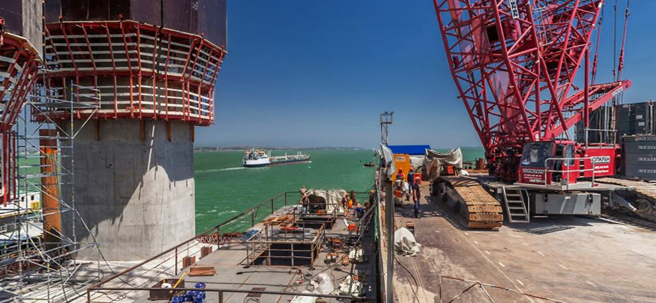 The construction of the largest pillars for the bridge took place in July 2017, according to the website most.life, specially developed for the bridge