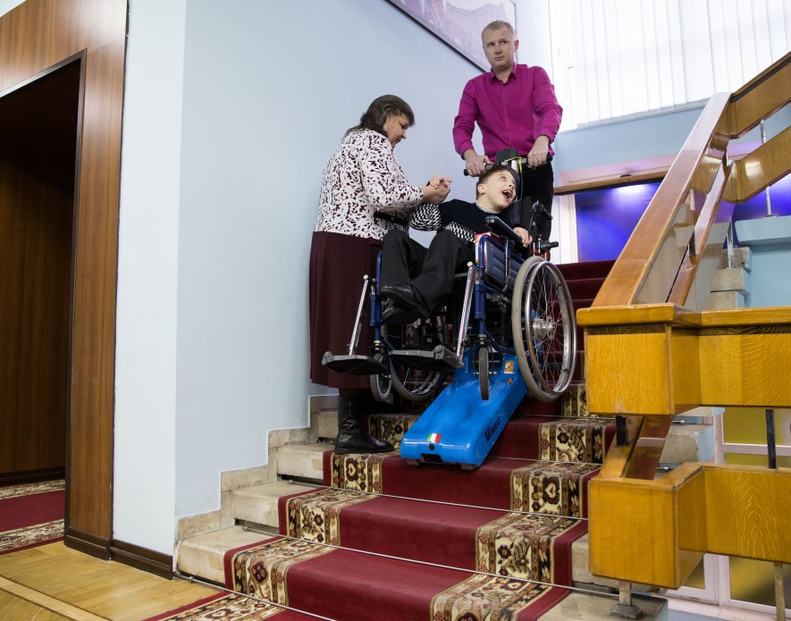 Experimental inclusive classes had been functioning in Zaporizhzhia schools since 2016. These lifts which were purchased for them are called to make old school infrastructure accessible to students on wheelchairs. Photo: president.gov.ua