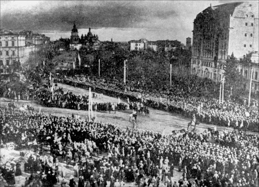 People gathering to support the Act of Unity in 1919, Sophia Square, Kyiv