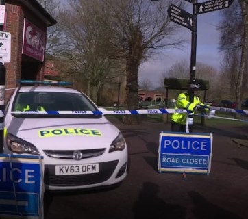 A British policeman roping off the scene of the chemical weapon attack targeting Sergei Skripal and his daughter in Salisbury, Wiltshire, England on March 4, 2018 (Image: video capture)